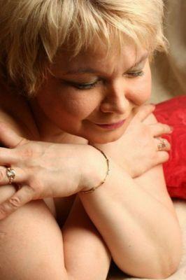 Мадам Кураж — проститутка с большой грудью, от 1500 руб. в час